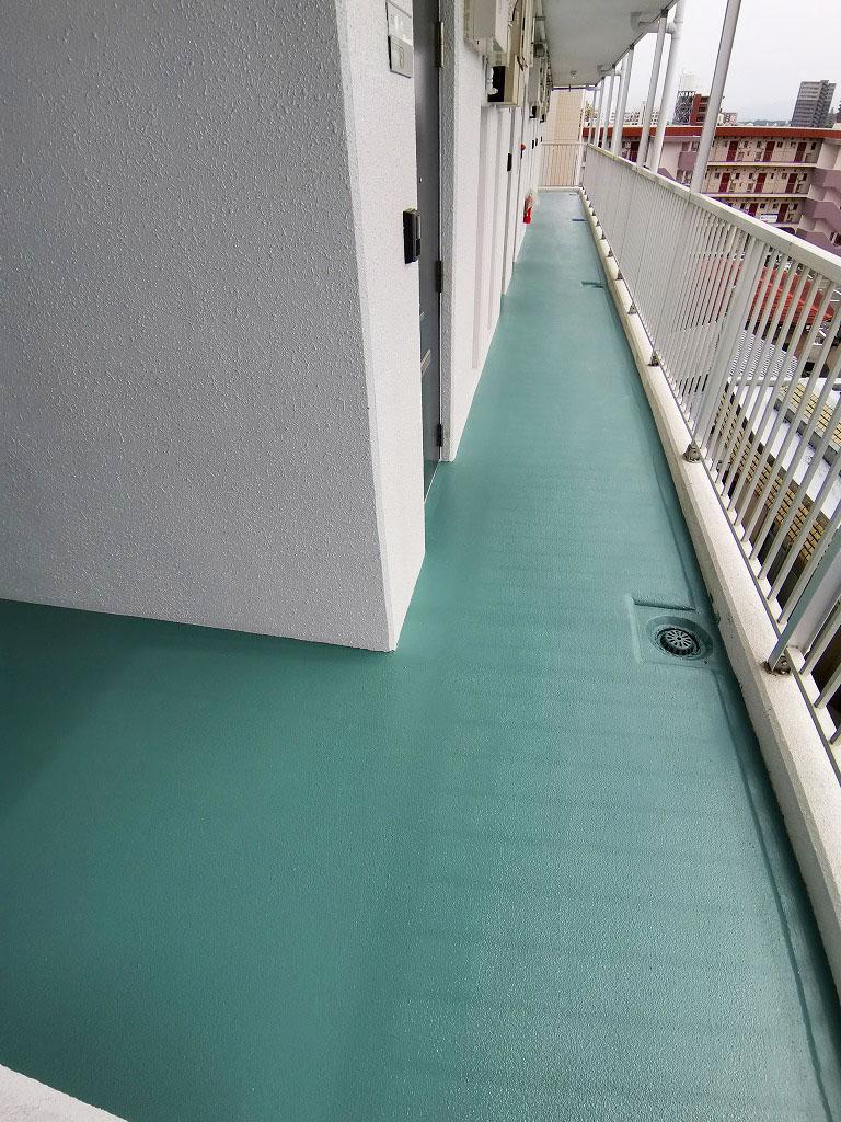 ベルトピア宮崎4 共用通路の塗装を行いました