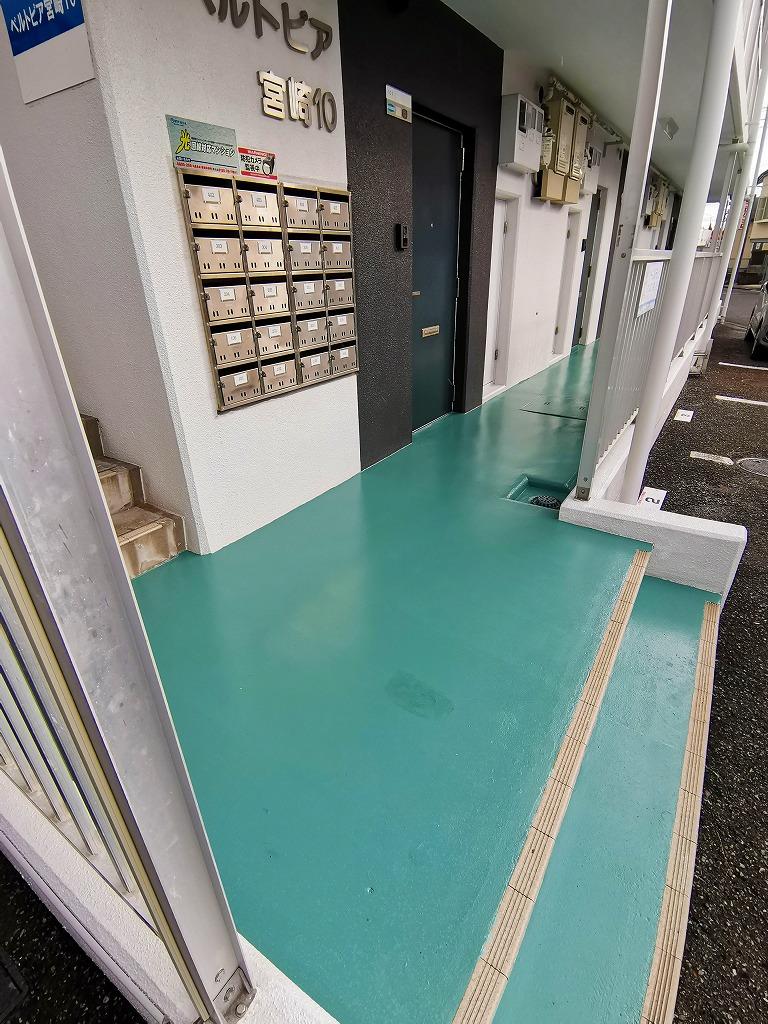 ベルトピア宮崎10 共用通路の塗装を行いました(本年度2回目…)